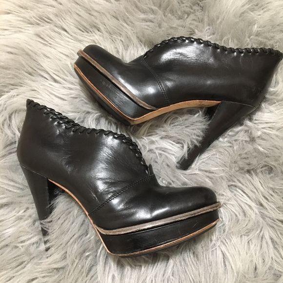 f7d4635cae8 Ugg platform heel bootie Jamison 7 black leather